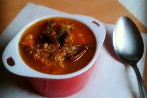 Savanyú káposztás vörös lencse leves