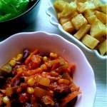 Saláta füstölt pisztránggal, tahinis öntettel (gluténmentes, tejmentes recept)