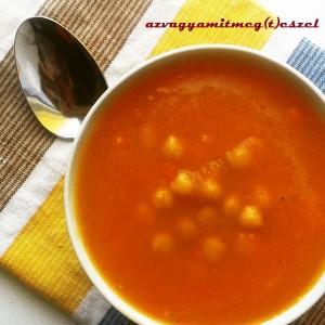 Fűszeres sárgarépa-krémleves csicseriborsóval