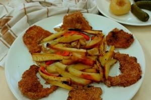 Vegán rántott patisszon a sütőből, sült zöldségekkel