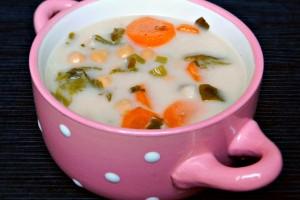 Csicseriborsó-leves zöldségekkel