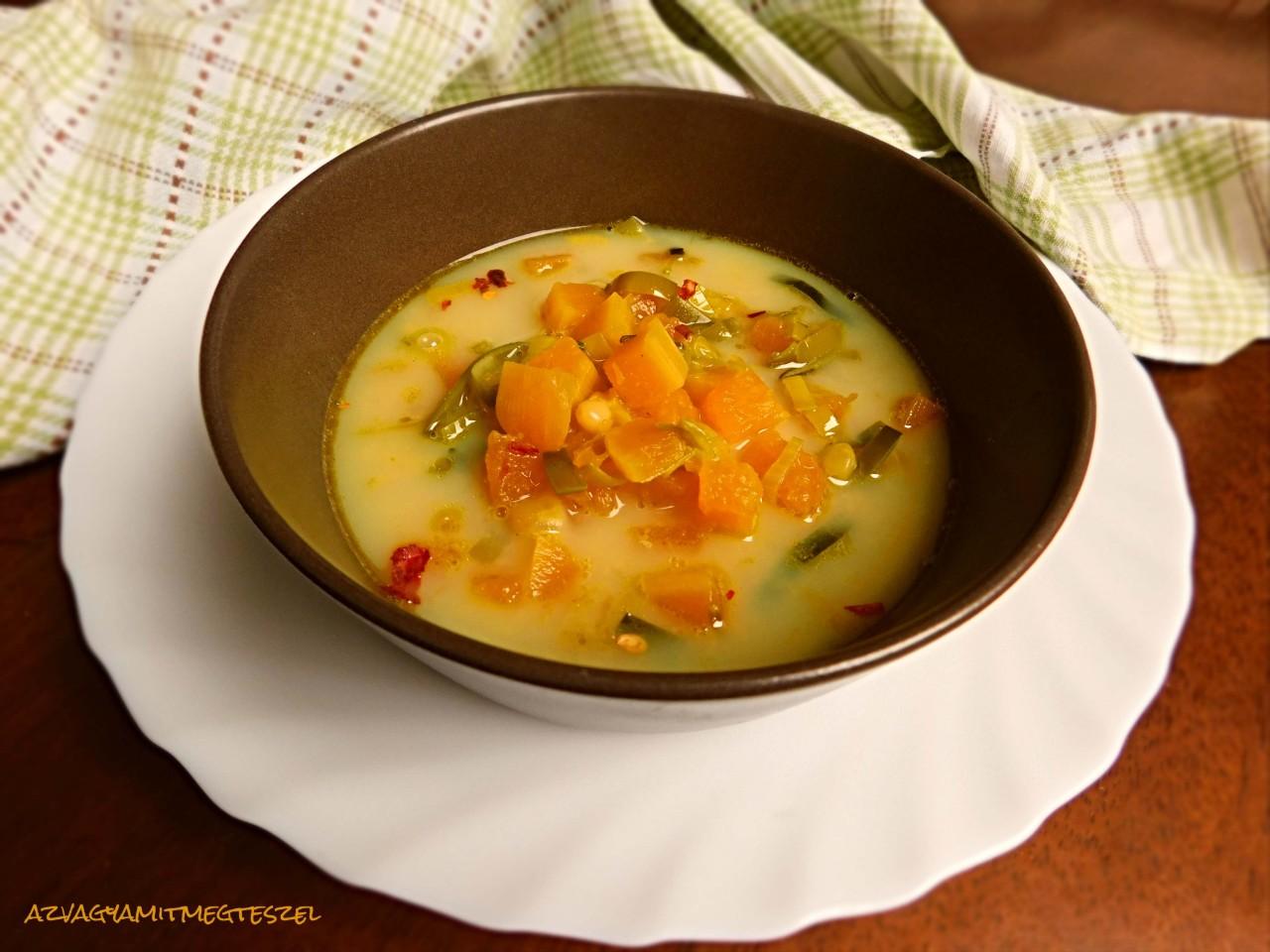 Fehérbabos sütőtök leves